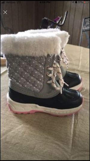 Toddler girl snow boots size 8 for Sale in Stanley, NC