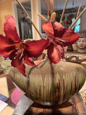 Vase with flower arrangement for Sale in Norcross, GA