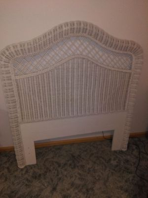 5 PC White Antique Wicker Bedroom Set for Sale in Orland Park, IL