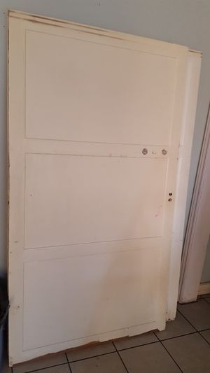 """Wood Closet doors 2pcs 40""""x72"""" each and 2 pcs 45""""x72"""" each chipped and broken on the bottom. $10 each panel for Sale in Long Beach, CA"""