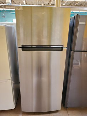 Whirlpool Refrigerator for Sale in Walnut, CA