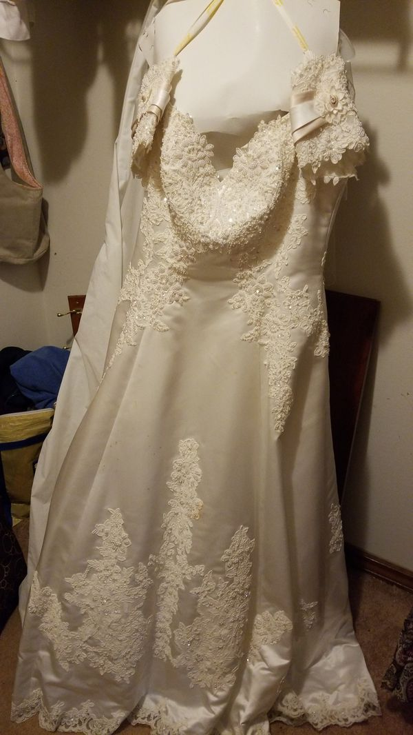 David's Bridal dress size 18
