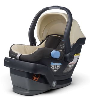 Uppa baby Mesa car seat and base for Sale in Plainfield, IL