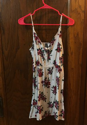 White flowery dress Size 6 for Sale in Chicago, IL