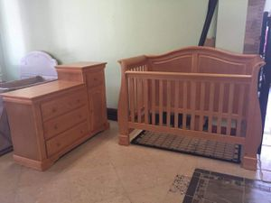 Madison Lifetime 4-1 crib for Sale in Minneapolis, MN