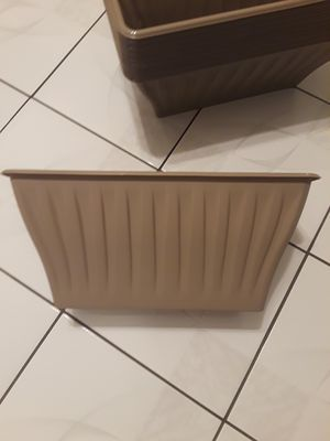 10 Plastic planters for Sale in Lakewood, CA