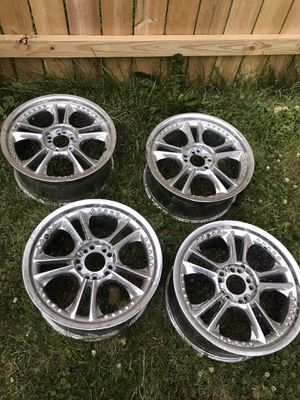 "Universal 10 hole rims 18"" for Sale in Melrose Park, IL"