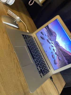MacBook Air 13.3 in. 1.8GHz duel-core 128GB SSD for Sale in Austin, TX
