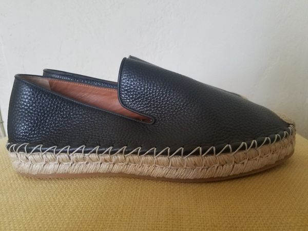 28442c02e02 Brand new Valentino shoes never wore for Sale in Oakland
