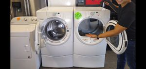 WHIRLPOOL DUET HT Electric frontload washer dryer w pedestals for Sale in Fresno, CA
