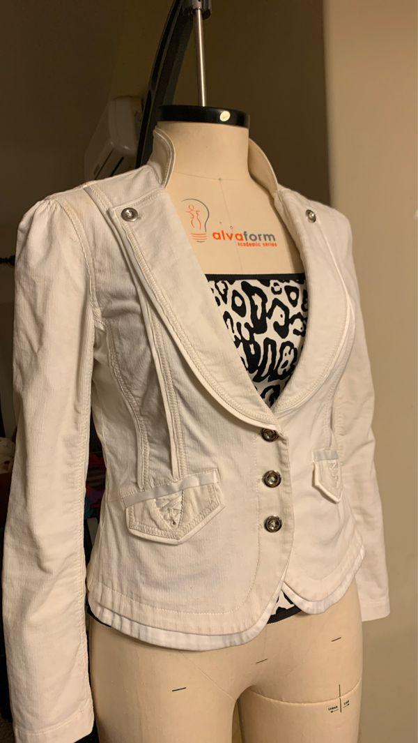 Black & White white jacket with beautiful details, size 6