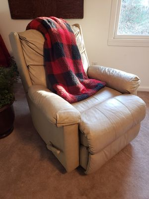 Rocking, Leather, Lever-assisted Reclining, Cream Recliner for Sale in Richmond, KY
