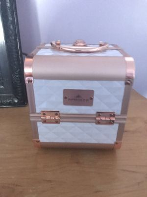 Impressions vanity makeup box 40 bucks for Sale in Fontana, CA