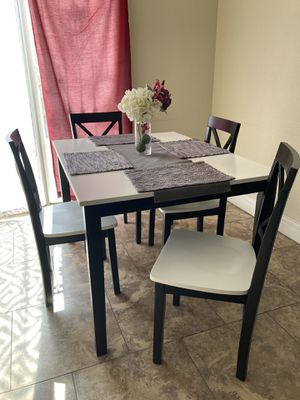 Beautiful dining room table with 4 chairs for Sale in Las Vegas, NV