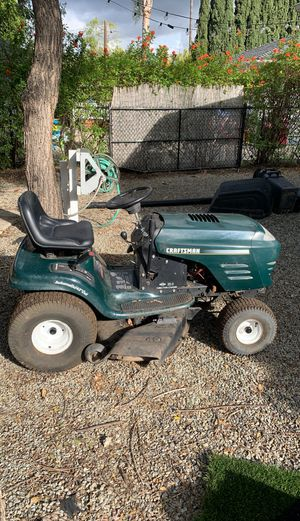 Craftsman 20.5 horsepower riding lawn mower with collection attachments! Runs like new for Sale in Vista, CA