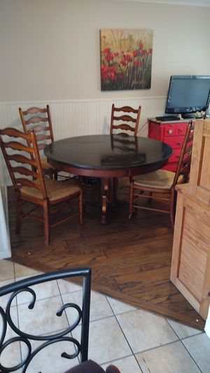 "54"" round table top wood and cropper for Sale in Tulsa, OK"