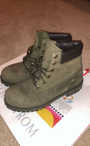 timberlands green brand new 6 boys 7.5-8 women's for Sale in Los Angeles, CA