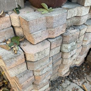 Free Interlocking Pavers !! for Sale in Lynwood, CA