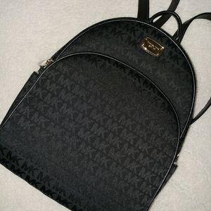 Black Michael Kors Backpack for Sale in Pico Rivera, CA
