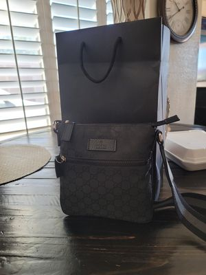 Gucci crossbody and wallet for Sale in Tolleson, AZ