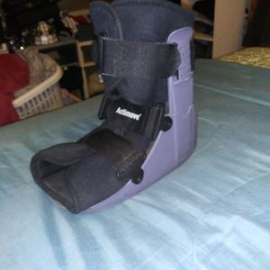 Actimove* Inflatible Support/Strap On Cast Boot/Shoe- Size:LG for Sale in Franklin, NJ