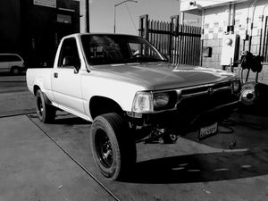 1989 Toyota pickup 2wd 22r manual for Sale in Los Angeles, CA
