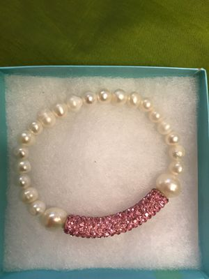 Freshwater pearl bracelet with crystal . Size 8 inches for Sale in Lodi, CA