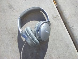Head Phones Blue Tooth Noice Canalation Bose And Skull Candy Noice Cansalariong for Sale in Las Vegas,  NV