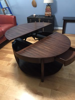 Cool Coffee Table for Sale in Clermont, FL