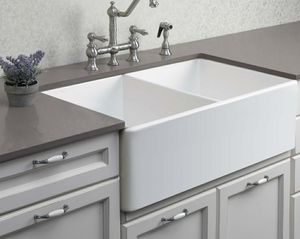 Kitchen farm sink measurements see below for Sale in Chino, CA