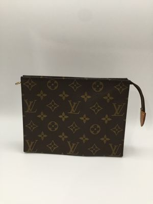 Authentic Louis Vuitton Toiletry 19 for Sale in Baldwin Park, CA