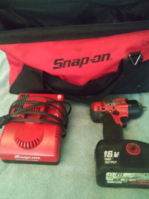 Snap on 3/8 tool comes with battery,charger and bag for Sale in Gurnee, IL
