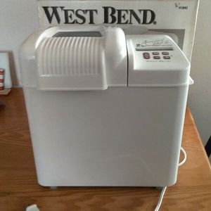 West Bend Automatic Bread And Dough Maker for Sale in Elizabethtown, PA