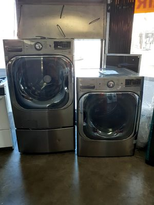 New LG Front Load Washer and Gas Dryer Set with Pedestals for Sale in Los Angeles, CA
