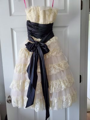 Betsey Johnson lace wedding dress for Sale in Federal Way, WA