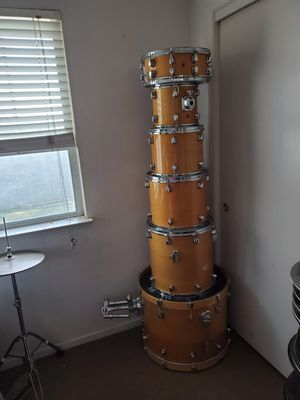 6 piece drum set comes with hard hat and symbols $800 firm for Sale in Dinuba, CA
