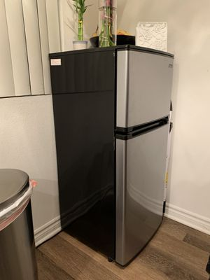 Magic chef mini fridge for Sale in Norwalk, CA