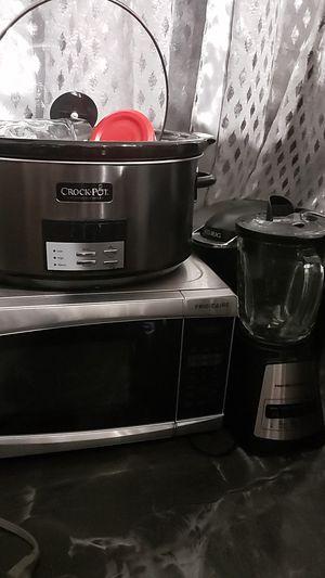 Microwave, keurig, crockpot for Sale in Pompano Beach, FL