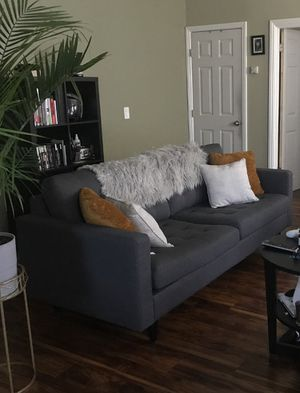 TUFTED MID CENTURY SOFA for Sale in Oakland, CA
