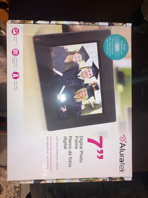 "Aluratek 7"" digital photo frame for Sale in Auburn, WA"