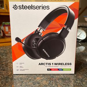Steelseries Arctis 1 Wireless Headset (PS4/5, SWITCH, PC & Android) for Sale in Savage, MN