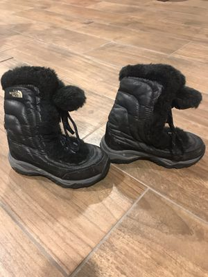 Kids NorthFace snow boot girls size 13 for Sale in Oak Park, IL