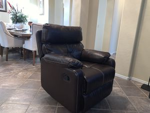 Beautiful swivel rocker recliner chair in excellent conditions for Sale in Surprise, AZ