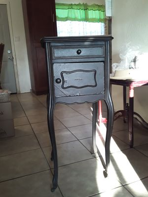 Antique table night stand for Sale in Phoenix, AZ