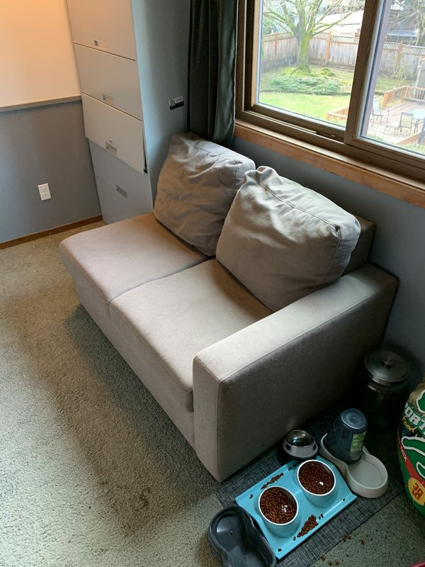 Partial Couch With Pull Out