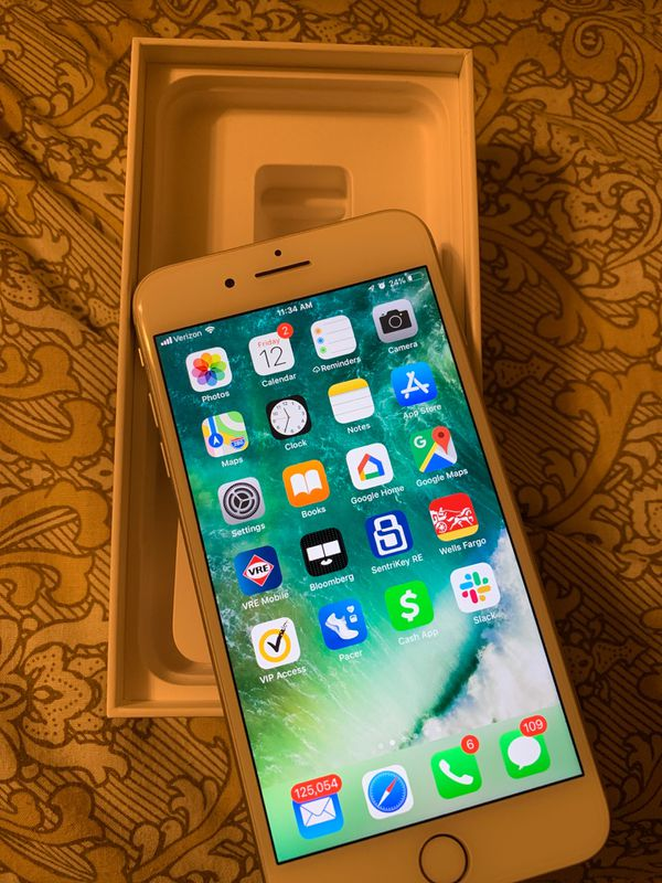 iPhone 7 Plus (128 GB) includes charger and brand new case