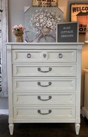 Dresser/chest of drawers for Sale in Saint Petersburg, FL