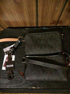 (Mk) Michael Kors Waist Bag for Sale in McKees Rocks, PA