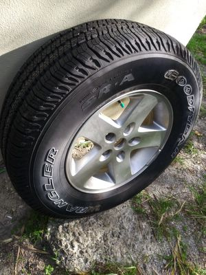 255 75 17 jeep wrangler rim and tire for Sale in Miami, FL