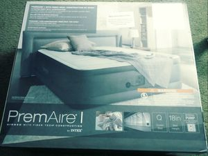 Intex PremAire 18in Queen Airbed for Sale in Battle Creek, MI
